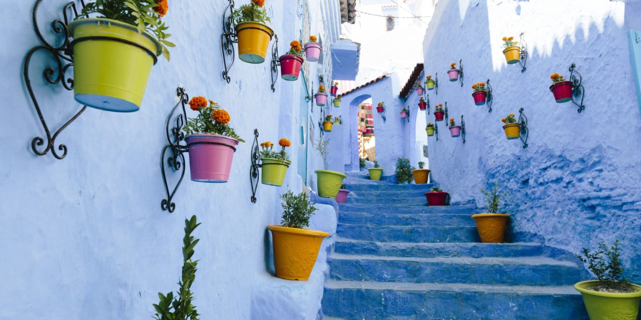 http://www.marocexcursions.com/wp-content/uploads/2018/12/blue-staircase-colourful-flowerpots-chefchaouen-563271243-58e6873d5f9b58ef7eca8c8f-1280x640.jpg